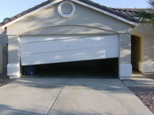 Orlando-garage-door-fallen-off-tracks